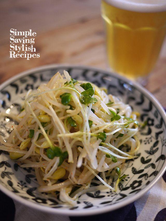 """最強のコスパ力を誇る""""もやし""""で使い回し抜群の便利な常備菜を作ってみませんか? もやしは包丁を使わず調理できて短時間で火が通るので、ぱぱっと簡単に作り置きできますよ。お弁当のすき間おかず、箸休め、おつまみまで使い回せちゃう「もやし常備菜」レシピをご紹介します。"""