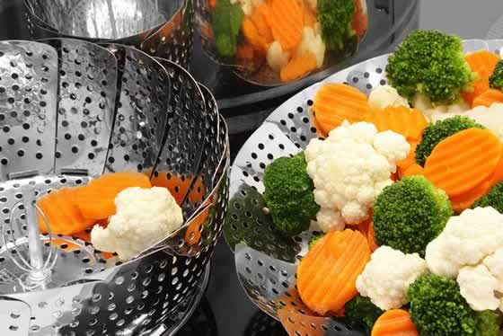 Wie Sie Gemüse richtig zubereiten  Kochen, dünsten, dämpfen: Bei welcher Garmethode bleiben die Nährstoffe erhalten? Diese und andere Fragen beantworten zwei Ernährungsexperten. Plus: Saisonkalender für Gemüse