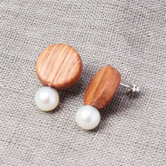 S15-A0-0012  ¥6,500  pierced earrings  2.2cm  fresh water pearl/silver/wood  To Japan domestic sending customers(日本国内のお客様へ)  日本国内への発送の送料は1発送に付き500円です。