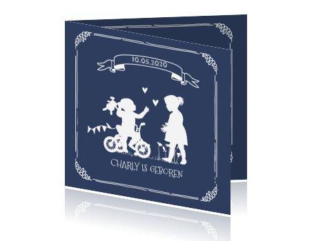 Silhouet geboortekaart krijtbord tweede kindje op driewieler