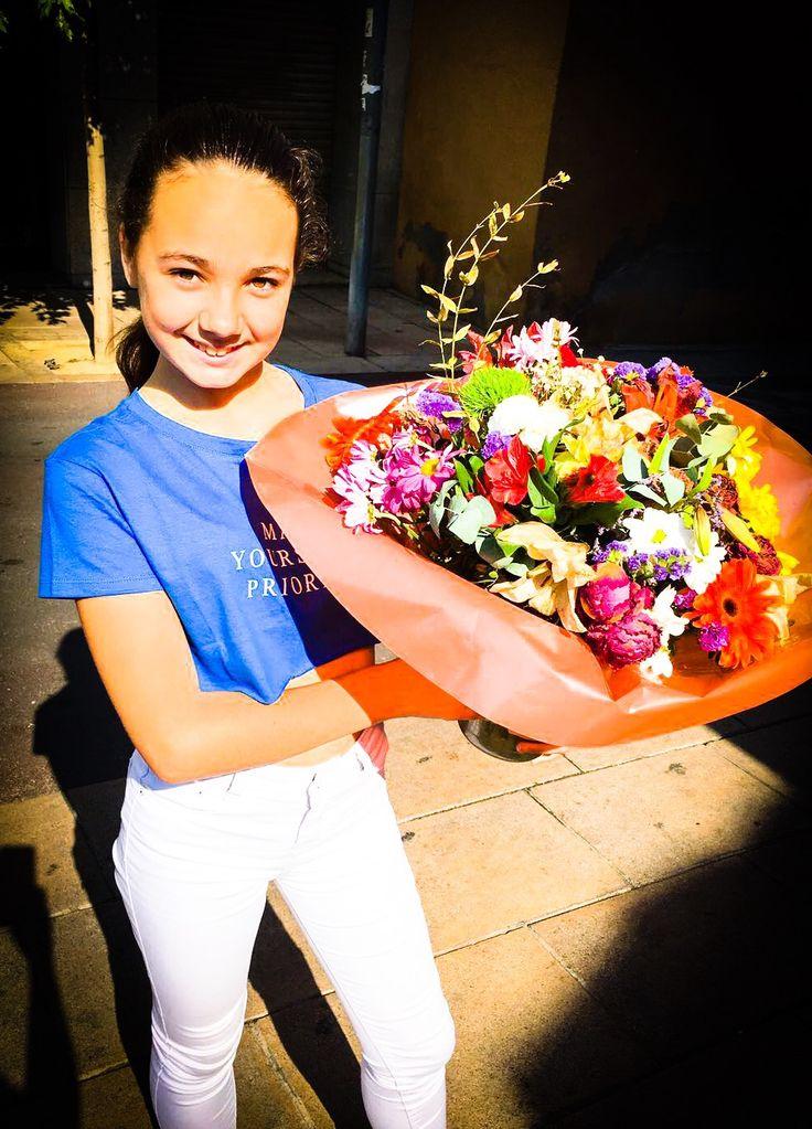 Gracias Isa Moren! Por ser mi madrina en la Danza, por cuidarme cuando más lo necesitaba, por enseñarme con todo tu cariño y sabiduría, por marcarme el camino...  Besos Isa, te quiero mucho! Y las flores son preciosas 😊   #InstitutDelTeatre #MariaLamuela #ballet #dansa #balletdancers #santboi #wdc #dancer #danza #escueladedanza #dancing #instaballet #choreography #agendaSB #todoporladanza