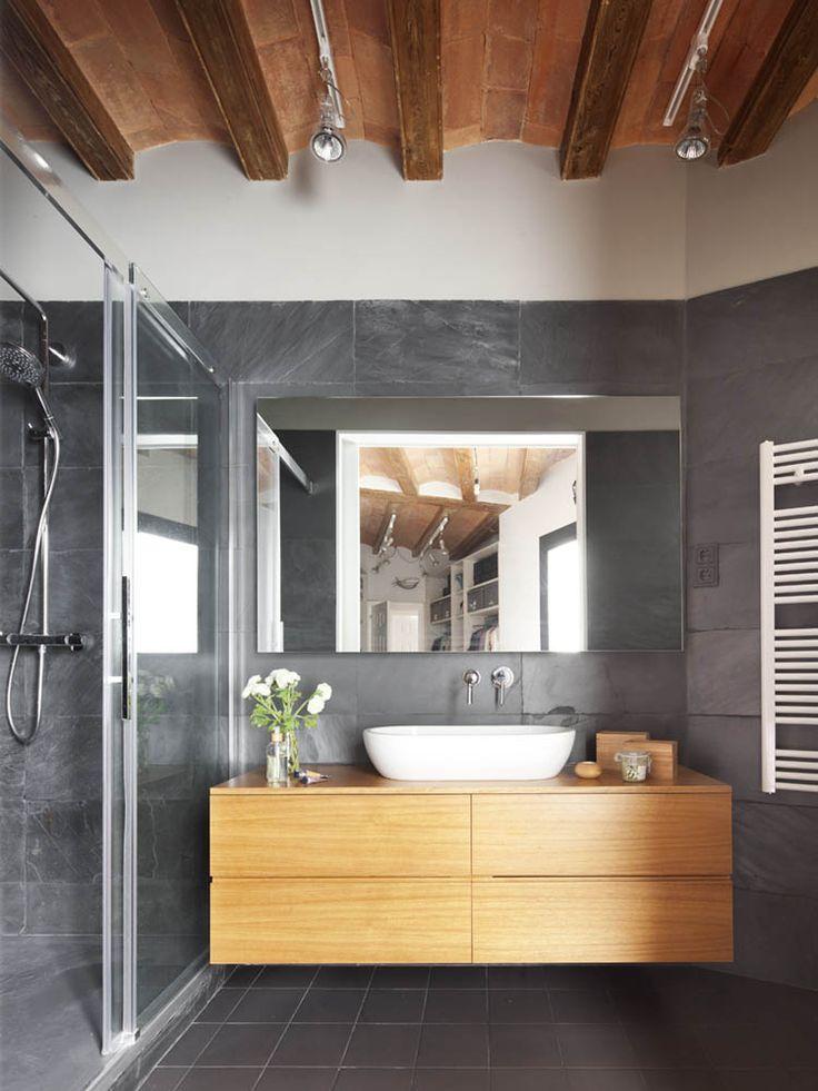 Salle de bain  meuble bois et murs gris