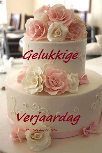 Roland, wij wensen je een fijne en leuke verjaardag. Een hartelijk proficiat en geniet er maar van. Lieve groetjes, Leona en Pierre