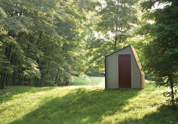 Una casetta da giardino realizzata in acciaio e legno di abete naturale. Cottage n1 è un progetto realizzato da DeCastelli, una rivisitazione in chiave contemporanea del classico ripostiglio prefabbri
