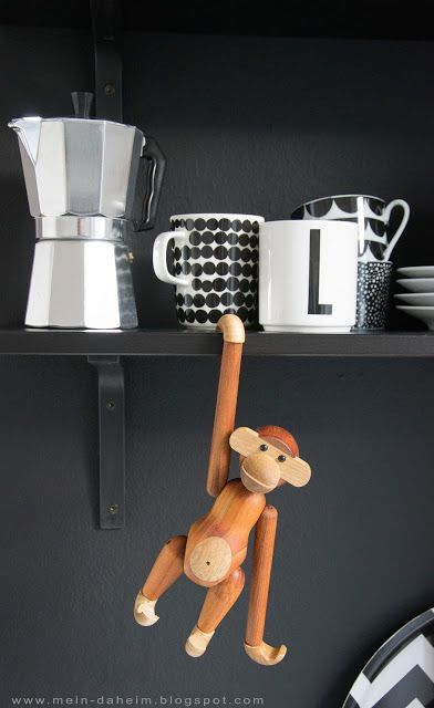 #kaybojesen #monkey #kitchen #regale #küche #mandarina #interior #design #designklassiker #blackwall #schwarzewand