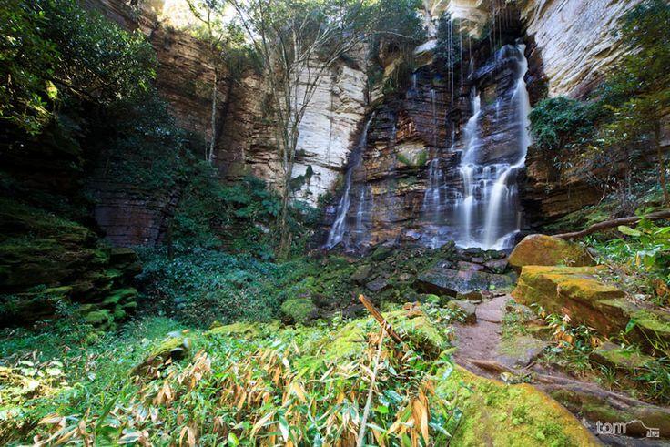 Cachoeira do Buracão tem 85 metros de queda d'água no meio dos gigantescos paredões da Bahia. Chapada Diamantina