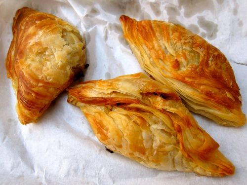 """Pastizzi usually have a filling either of ricotta or Meat & peas, and are called pastizzi tal-irkotta, """"cheesecakes"""", or pastizzi tal-piżelli, """"peacakes"""".  Love them!!"""