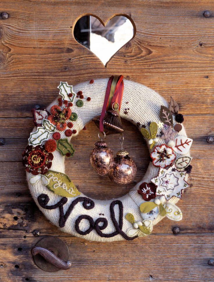Un vieux pull en laine transformé en couronne de Noël
