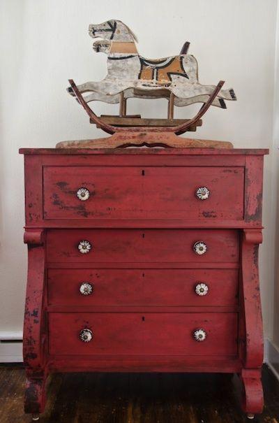 1000 id es sur le th me commode rouge sur pinterest - Peindre un meuble en rouge ...