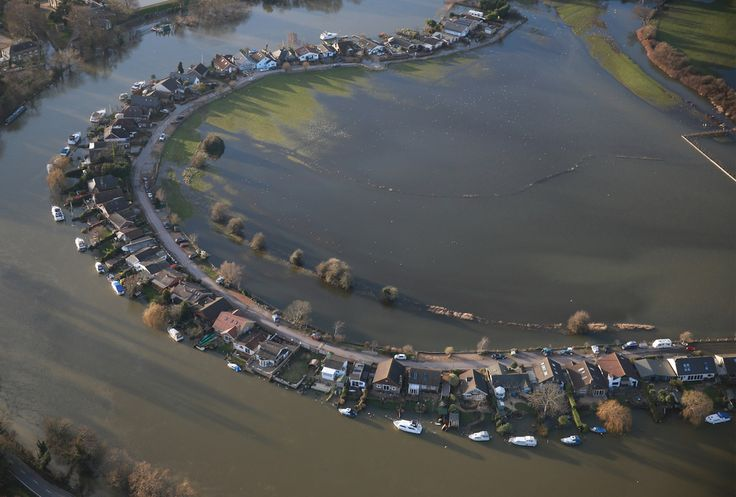 37 Jaw-Dropping New Aerial Shots Of Flooding Along The River Thames