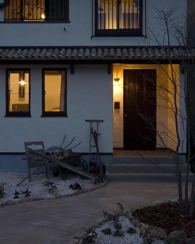 柔らかな灯りが包み込む 優しいお家 ラフェルムの灯りはオレンジ色の