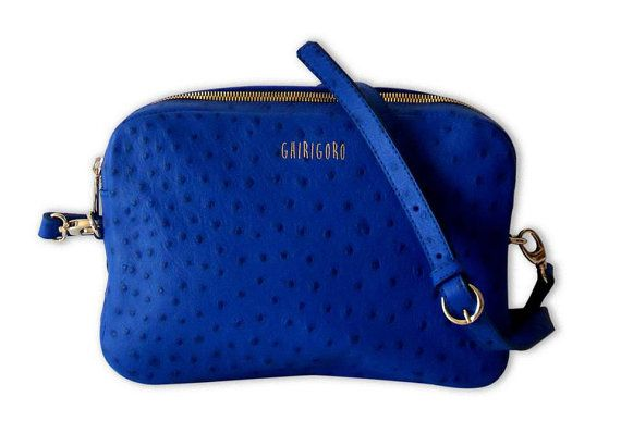 Borsa CLOSE blu in pelle di struzzo  24x14 cm di GhirigoroT-Shirts,