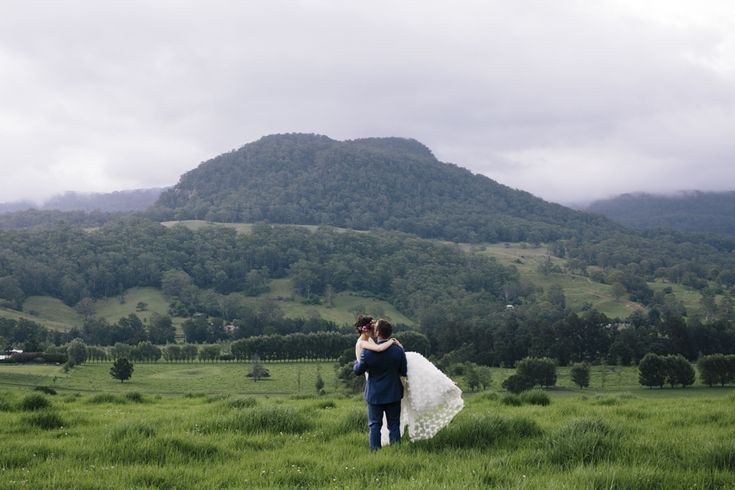 kangaroo-valley-wedding-photographer-melross-barn-estate-view-escarpment-landscape-venue