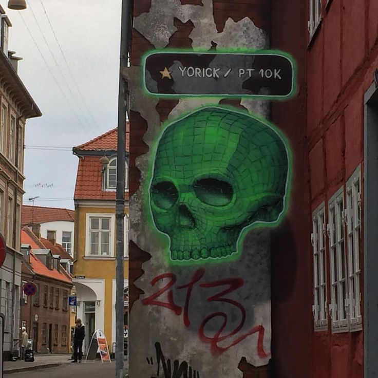 Street art in Helsingør - picturing Yorick- the skull from Hamlet. I am totally and absolutely in love with this one - it looks so unreal