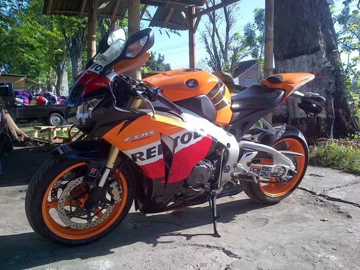 INFO MOGE BEKAS : Dijual Honda CBR1000RR Repsol Edition 2011