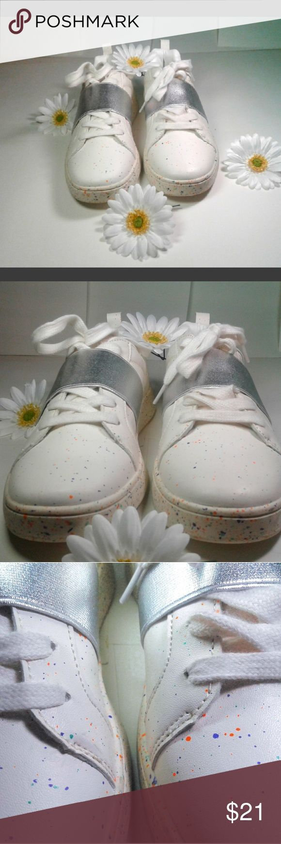 Woman Sneakers Limited Edition 5,7 These comfortable sneakers have a splash of dainty paint. The silver bans helps the laces keep in place and shoes are really comfortable. Perfect for the on the go woman. primark Shoes Sneakers