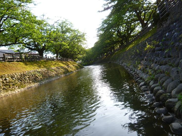 富山市 松川の静かな流れ