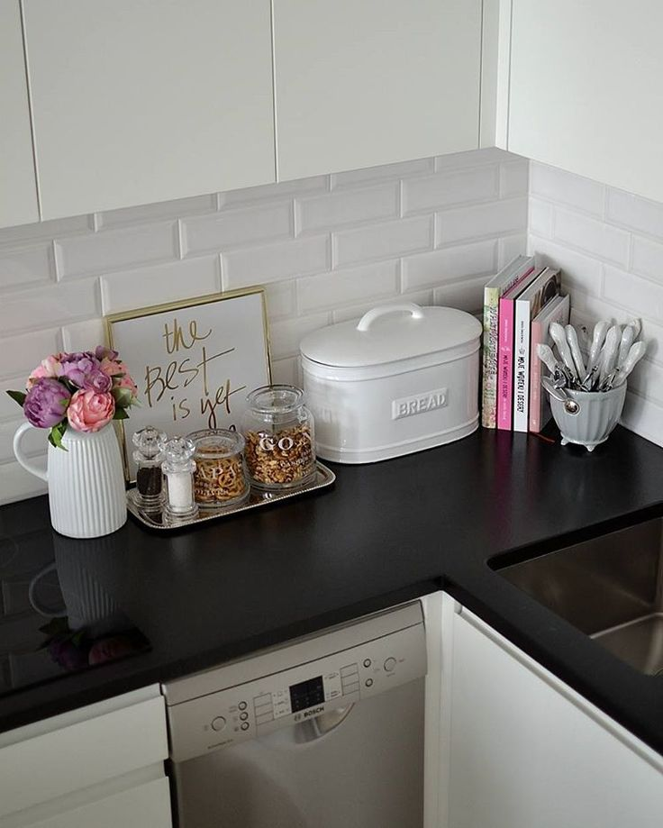white&black kitchen with a bit of pink ;-)