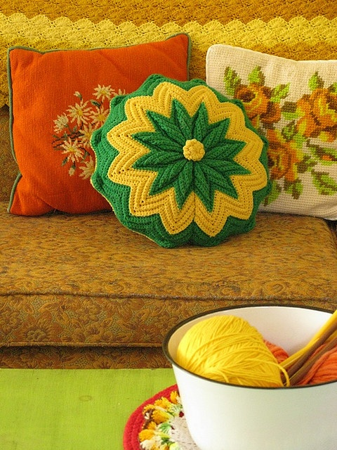 vintage pillows: Vintage Needlepoint, Kitschi Pillows, Vintage Pillows, 70S Colors, Throw Pillows, Vintage Crochet, Crochet Pillows, Crochet Cushions, Crochet Inspiration