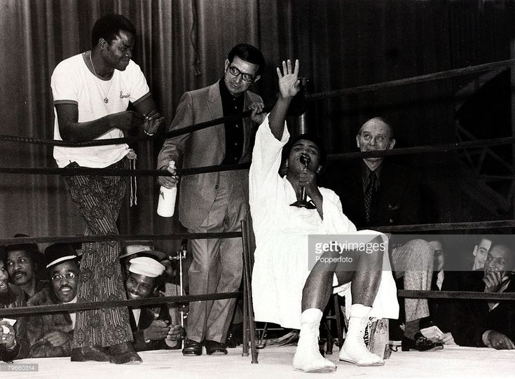 Sport/Boxing, USA, 1st December 1970, Muhammad Ali (seated) holds court in New York after a training session to prepare for his heavyweight fight at the Felt Forum New York against Argentina's Oscar Bonavena, also shown are trainers Angelo Dundee, (holding bottle) and Bundini Brown