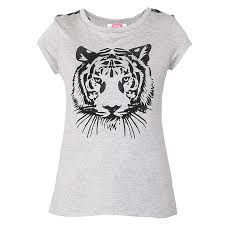 Is a white shirt and is printed tigere is a short sleeve print is gray has a round neck is very nice with a price of one hundred dollars