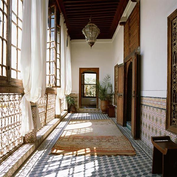 Gorgeous bohemian style riad in marrakech beautiful for Breezeway flooring ideas