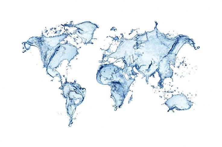 Mapmonde bleue sur un fond uni blanc. Ce papier peint représente une carte du monde avec les continents en eau et les océans vides. Une très jolie décoration murale qui apporte un dynamisme par son motif en mouvement.