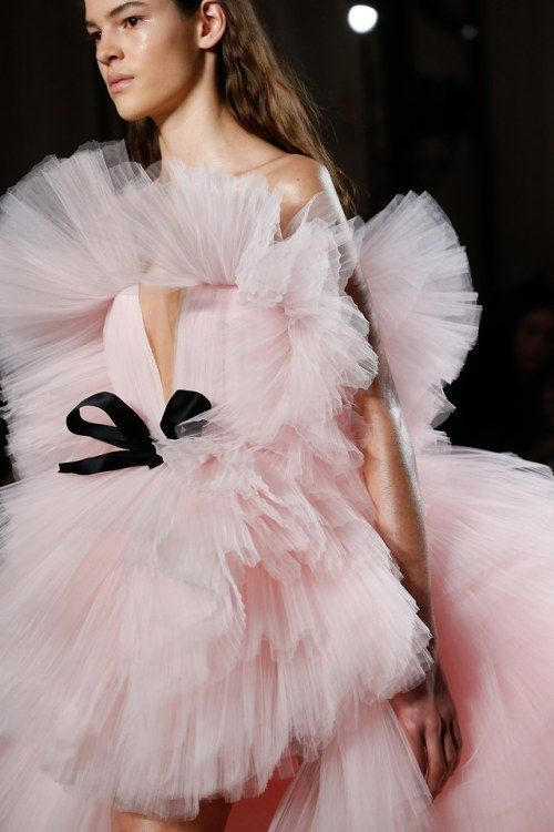 Giambattista Valli Haute Couture Spring / Summer 2018 (Pleasures remain, so does the pain)