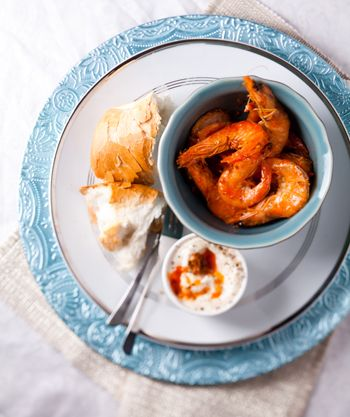 Garlic butter prawn pots - Eat Out
