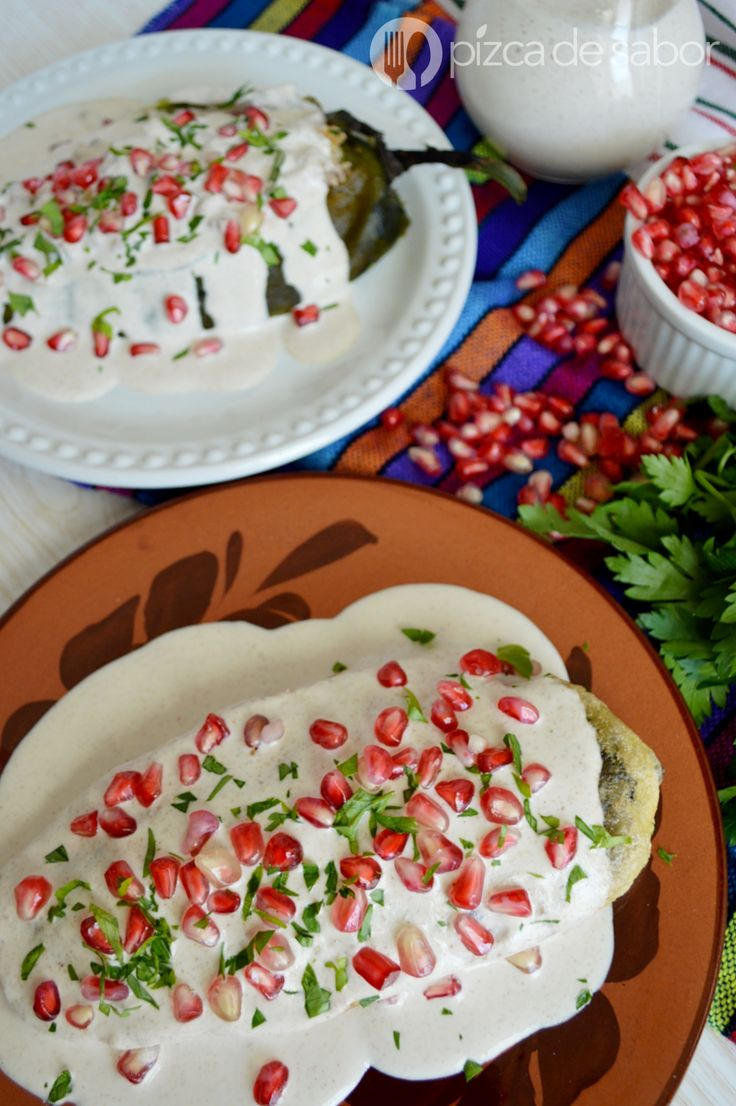 Chiles en nogada para celebrar a nuestro hermoso México www.pizcadesabor.com