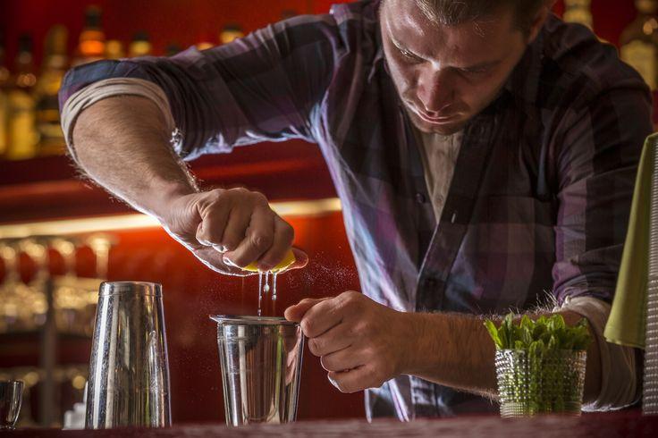 Σας προσκαλούμε στο Pasaji για να δοκιμάσετε ένα από τα εκρηκτικά Signature Cocktails του John Samaras! Mojito, Caipirinha, Frozen Daquiri, Frozen Margherita και πολλά άλλα. #Pasaji #PasajiAthens #CityLink #Athens #Cocktails #AthensFood #Restaurant #AthensRestaurant #SignatureCocktails #JohnSamaras #Drink #Drinks #Bar #AthensBar #BarInAthens #Alcohol #AlcoholicBeverage #Beverage #Mojito #Caipirinha #FrozenDaquiri #FrozenMargherita