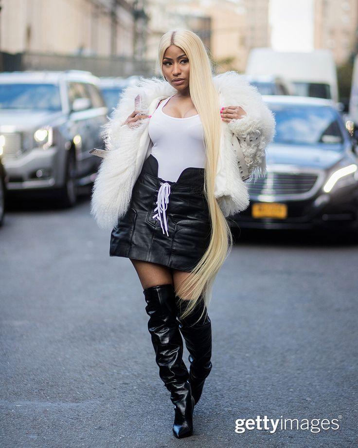 Nós ❤️ Semana de Moda de Nova York para a incrível imagery estilo de rua! _ Swipe para ver fotos de Nicki Minaj, Kate Bosworth, Gigi Hadid, Ciara, Victoria Justice, Paris e Nicky Hilton e Sofia Richie balanço lo nas ruas! | 07-09 setembro | : @thestyleograph | @ James.devaney | #Gotham | @dzuchnik | @sperzphoto | @timuremek | #GCImages | #GettyEntertainment