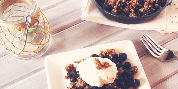 Blueberry Quinoa Crumble via @iquitsugar
