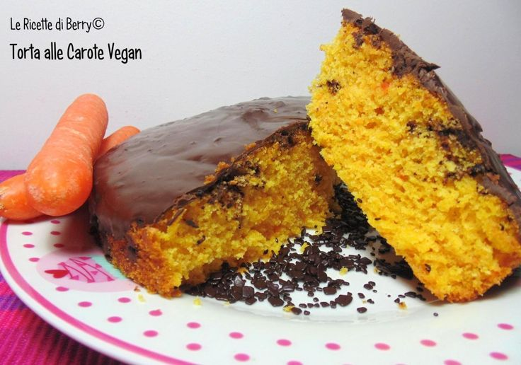 La torta di carote vegan con gocce di cioccolato