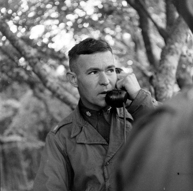 https://flic.kr/p/PSZZ8J | LC000106 | Cerisy la Fôret, le LTC Richard Claire Carpenter, Commandant du 12th (M) Field Artillery Bn, au téléphone.  Il sera blessé le 11 juillet non loin de là lors de tirs d'artillerie allemands.  Voir une autre vue en LC000115    Pour aller plus loin : www.history.army.mil/documents/ETO-OB/2ID-ETO.htm et valor.militarytimes.com/recipient.php?recipientid=118682