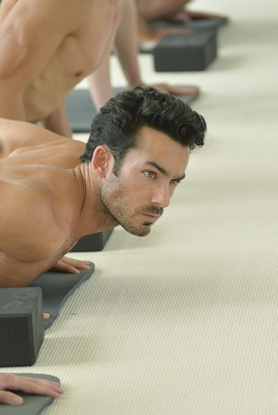 Quantico: Let's All Take a Moment to Appreciate This Shirtless Yoga Session  I am loving Léon Velez (Aarón Díaz) as one of the new recruits.