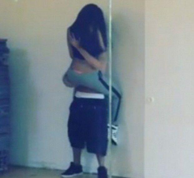 selena gomez new butt photos dance studio mar 11 pic | Justin Bieber & Selena Gomez Get Hot & Heavy In Dance Rehearsal Videos ...