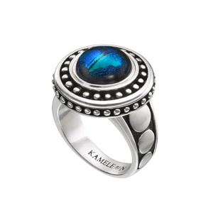 The bold design of this #Kameleon ring is simply fabulous! Featuring Antiqued Sterling Silver beading and circles on the shank. A great addition to your collection! Shown here with the KJP581 Blue Green Flash #JewelPop (Not Included)