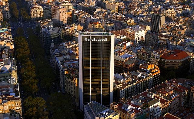 Torre BancSabadell en Barcelona. Cómo llegar: https://maps.google.com/maps?q=Av+Diagonal+407+bis+Barcelona,+Catalu%C3%B1a,+Espa%C3%B1a&hl=es&ie=UTF8&sll=41.398188,2.16362&sspn=0.074557,0.154324&hq=Av+Diagonal+407+bis&hnear=Barcelona,+Catalu%C3%B1a,+Espa%C3%B1a&t=h&z=15