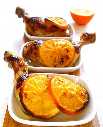 2 colheres (sopa) de mel ½ xícara de shoyu algumas rodelas finas de laranjas sem sementes Sal e pimenta do reino a gosto óleo de gergelim ...