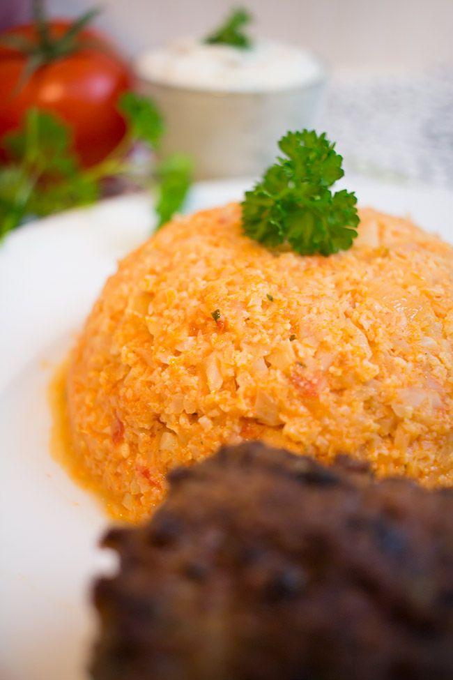Low Carb Bifteki mit Tomaten-Blumenkohlreis – Low Carb Köstlichkeiten