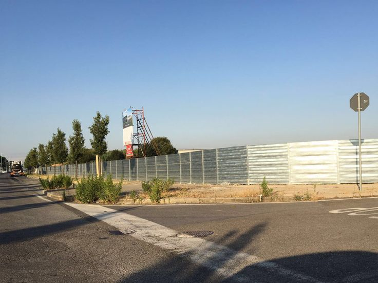 Recinzioni in ferro provvisorie da cantiere. http://www.officinelocati.com/recinzioni/recinzioni-provvisorie/