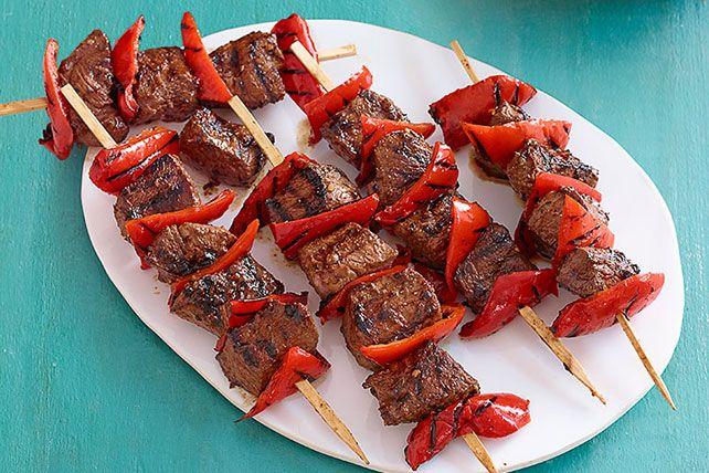 La carne de res y los pimientos rojos son la pareja perfecta. ¡Prueba esta receta a la parrilla y comprueba el porqué!