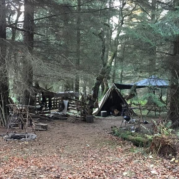 New #BtS pics from #Outlander S4 set with #SamHeughan and #CaitrionaBalfe as #JamieFraser and #ClaireFraser . Thanks so much to @outlandercast and @poppytop53 for sharing them . #OutlanderSeries #OutlanderStarz #OutlanderSeason4 #BehindTheScenes