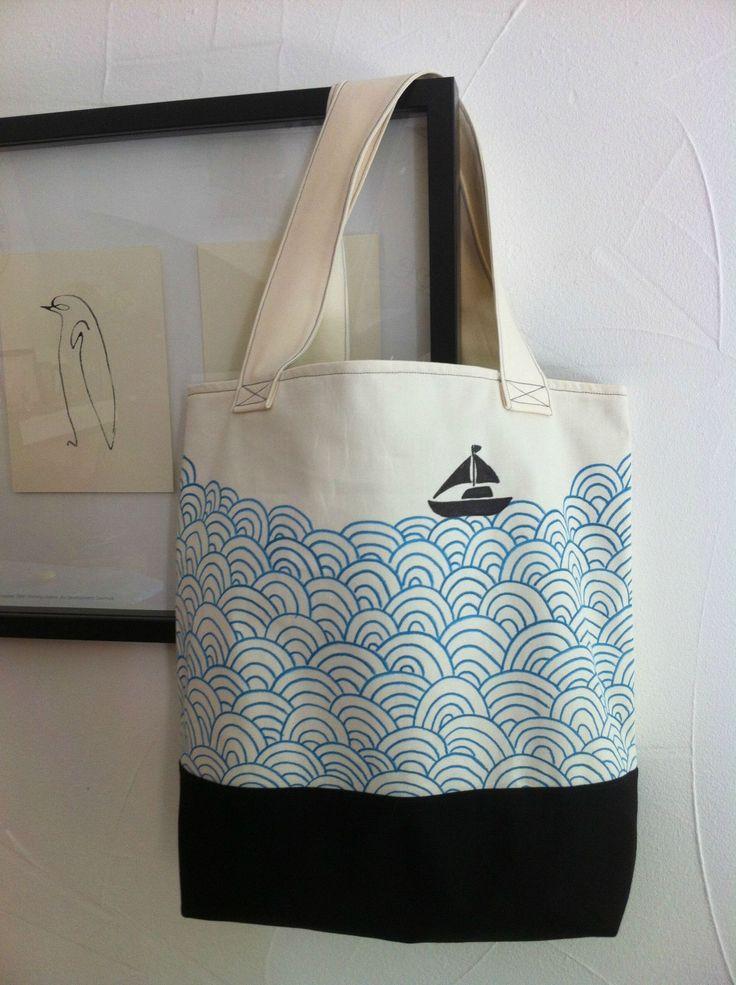 Sac, réalisé par l'atelier clandestin, inspiré d'une illustration de Mengsel Design - motif aux feutres textiles