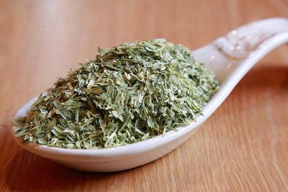 Oatstraw tea makes a wonderful bath or compress for dry, itchy, irritated skin conditions like sunburn, rashes, shingles and eczema. It is also used to treat a variety of ailments, from broken bones to sexual dysfunction.