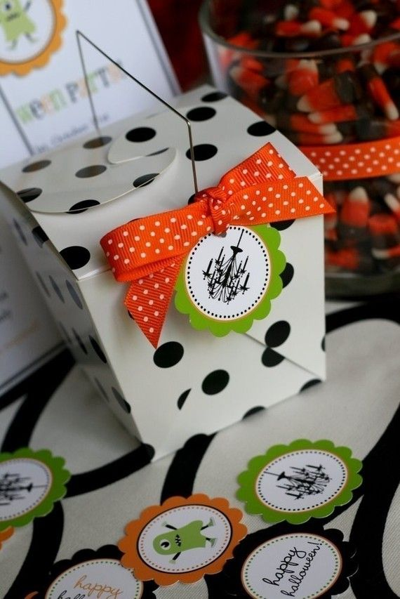 Halloween treat: Party Favors, Dots Boxes, Polka Dots, Decor Boxes, Halloween Parties Favors, Favor Boxes, Favors Boxes, Halloween Treats, Halloween Favors