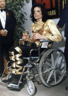 <3 Michael Jackson <3 - at the 1993 Soul Train awards - he 'performed' Remember the Time that night in a chair - my most favorite performance of his. :)