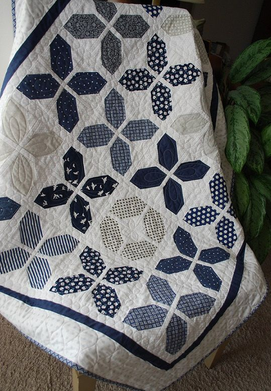 Hugs pattern by Joanna Figueroa Fig Tree Quilts. A great Layer Cake Quilt. The fabrics in the picture are from the Mirabelle Collection by Fig