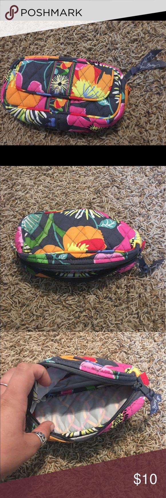 Vera Bradley Travel Make-Up Bag Used Vera Bradley make-up travel bag! Great condition! Vera Bradley Bags Cosmetic Bags & Cases